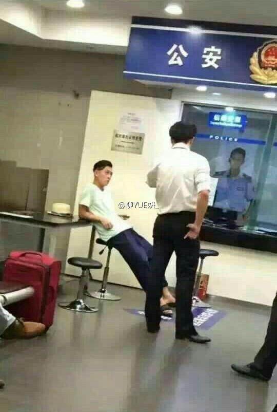 「機場打人」後陳冠希被帶到警局了!陳冠希竟然在警局霸氣做出「這種事」...讓網友都看傻眼了!
