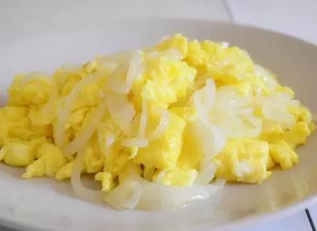 炒雞蛋時一定要加這兩…