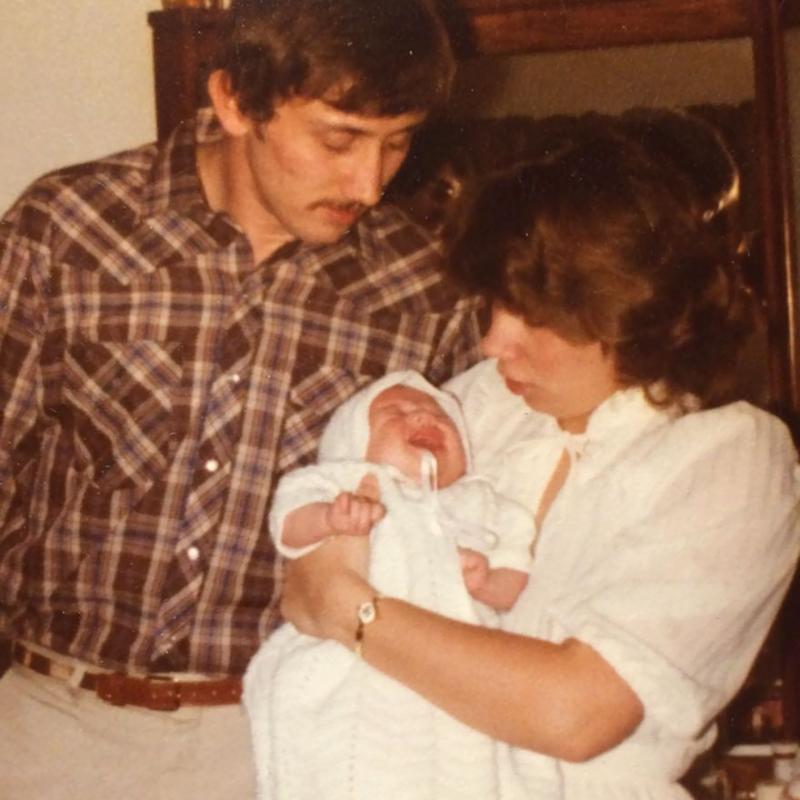 這畫面也太感人,再次感受爸爸左胸的心跳聲!老爸捐心,10年後受贈者陪恩人女兒走紅毯