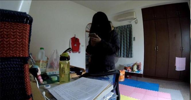 男友在她房間偷安裝「攝影機」感覺超變態!沒想到竟然拍下她回到家「這輩子都沒想過會發生」的事情!