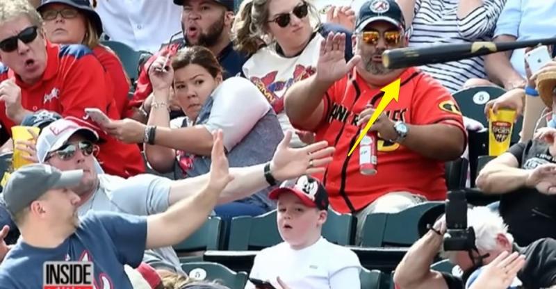 看球賽的兒子差點被高速飛來的球棒迎面擊中時,他的老爸竟然「用這招」救兒子,太驚險了啊!