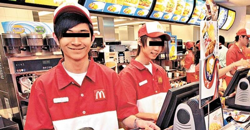 工讀生在麥當勞打工!月底,經理問他:「薯條虧損二十六箱,你有頭緒嗎?」結果他的回答讓經理把他炒了!原因是...