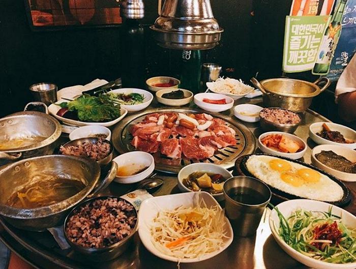 說不定吃到一半韓星就坐在隔壁喔!?讓人超想去的韓國「人氣燒肉店」♪