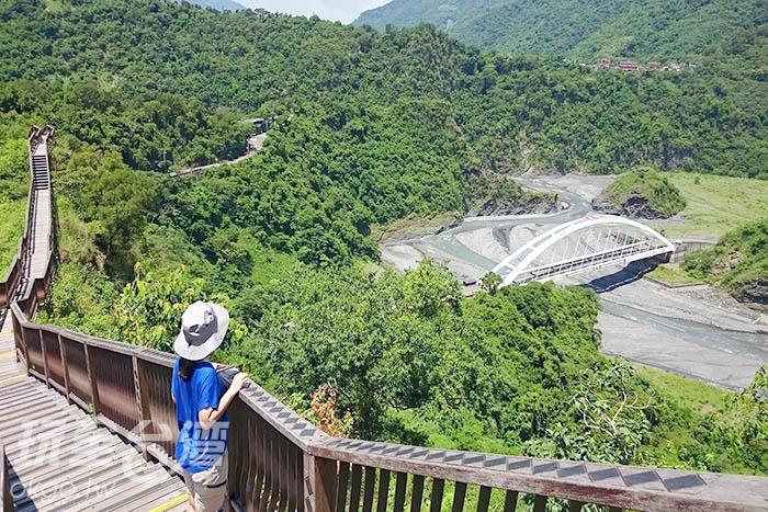 台灣也有「萬里長城」?!歷經莫拉克風災後規劃的新興景點,眺望山景打敗體脂肪,景色太震撼了~