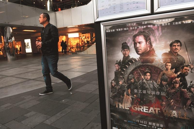 2016年底《長城》等大片陸續上映,卻也不足以救回中國影市票房...