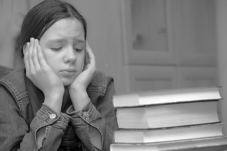 你是被父母的焦慮餵養大的?!困擾你多年的焦慮源頭,竟然源自於你的原生家庭...