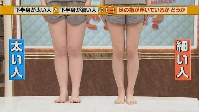 百萬網友看到這兩雙腿的「上半身」時都驚呆了,原來「象腿還是美腿」的差別都藏在「腳趾頭」裡?!