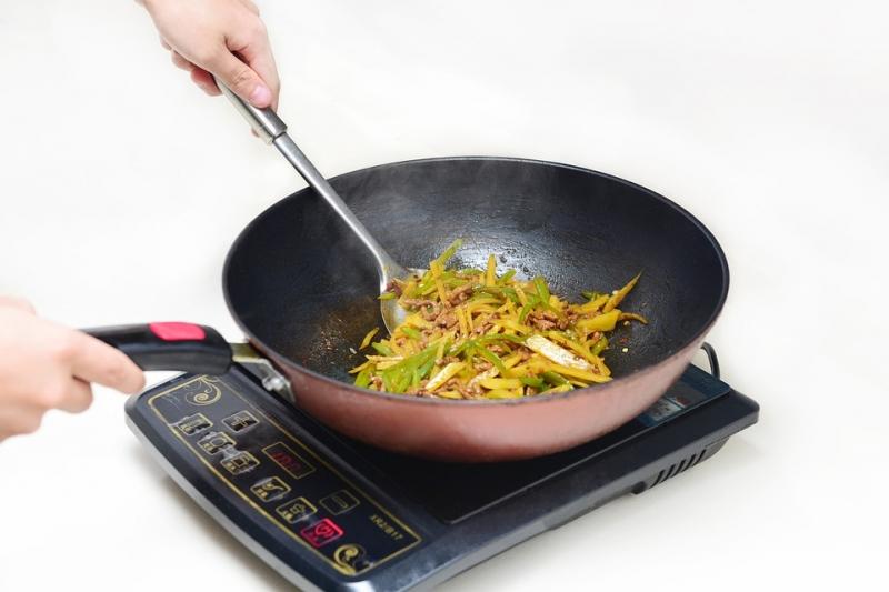 原來葉綠素碰到酸性會產生微妙的變化,所以千萬別在炒菜時加這個東西!