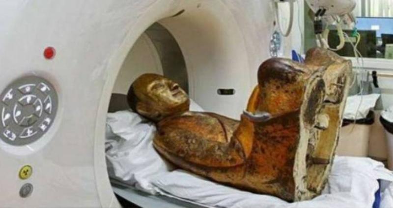 科學家把「保存千年的佛像」丟進儀器中做斷層掃描,結果最後出來的「這張掃描照片」卻讓大家都傻眼。