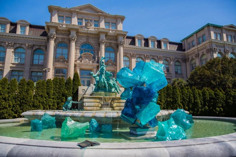 以植物園為藝廊的玻璃藝術展 背後的創作者大有來頭