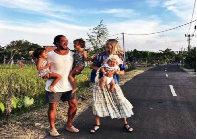 她和丈夫帶着3個娃隱居海島,自己美成了天仙,拍出的照片更是驚艷所有人……