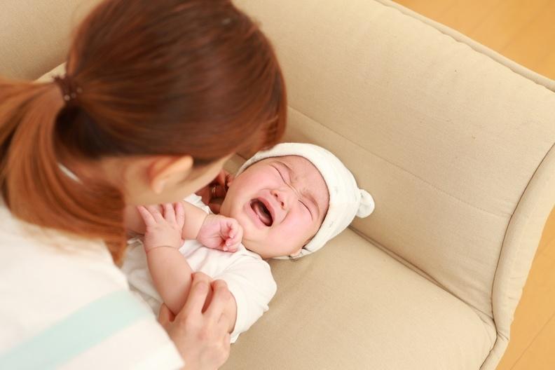 面對寶寶夜哭問題,媽媽們使出這一招,孩子便能停止哭泣~~