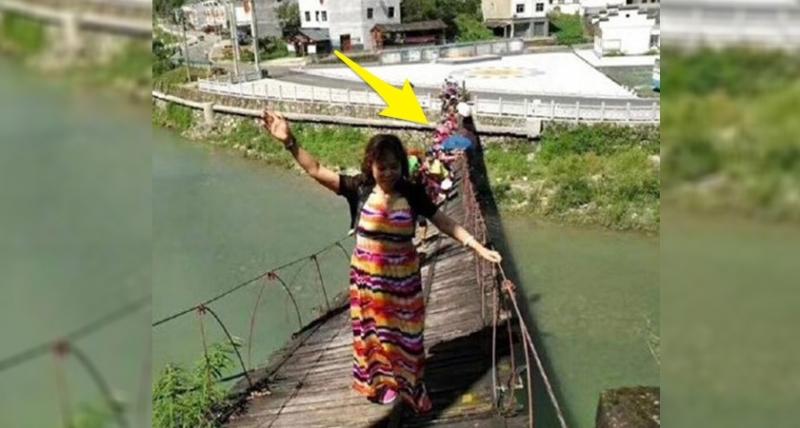 這座吊橋已告知「禁止通行」,沒想到這些旅客強行通過,大媽這「驚天一搖」超狂姿勢,下秒瞬間險象還生#2別鬧了?!