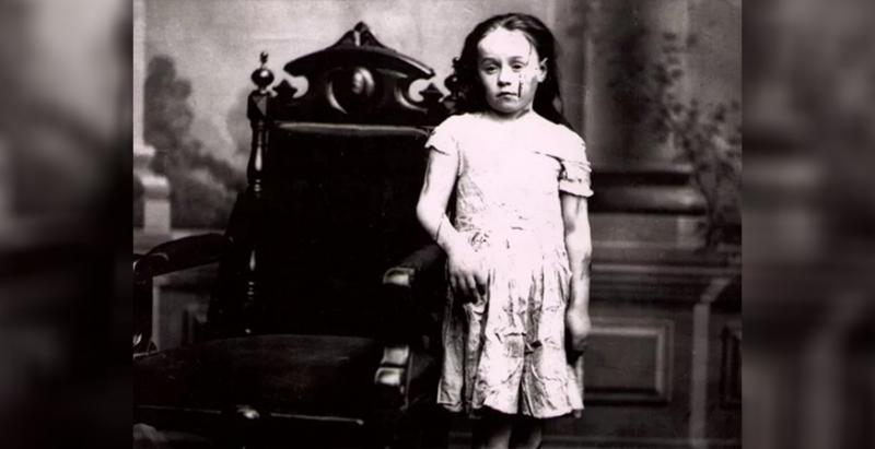 這位差點就被「凌虐致死」的小女孩,改變了整個國家的命運造福上億人,但有選擇的話她絕不想當英雄…
