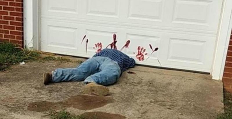 男子被車庫「截成兩半」當場慘死,路人馬上報警,沒想到警察卻說「請大家不要再報警,我們不會受理」