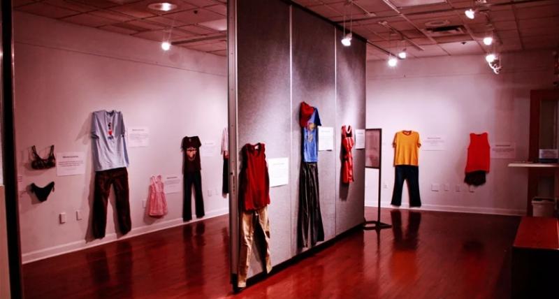 國外這個「性侵博物展」告訴你穿什麼會被性侵,「這件衣服」讓大家都沉默了‥‥