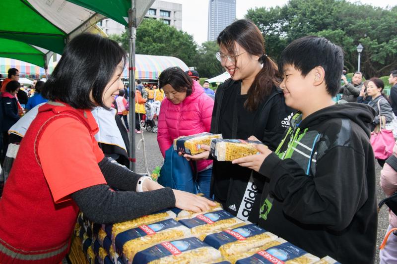 開元食品歲末送暖響應新北家扶 為弱勢家庭送出5000份義大利麵