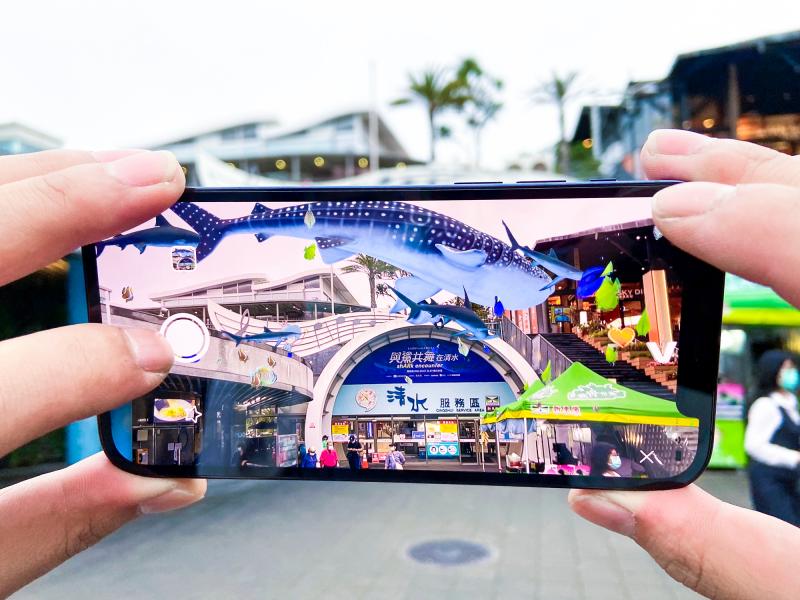 XR EXPRESS Taiwan助力全臺首個5G x AR戶外虛實展演「與鯊共舞」落腳國道清水服務區