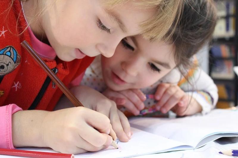 当孩子不肯读书时?用一招提升自我肯定感,取代「给我去读书」话语